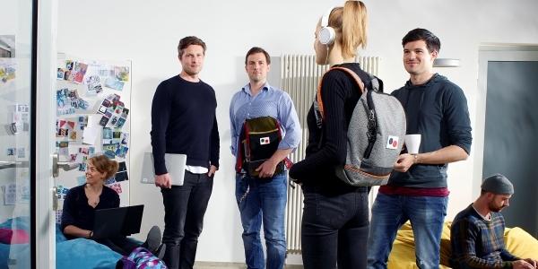 Das Bild zeigt die Gründer und Geschäftsführer von Fond of Bags Sven-Oliver Pink, Dr. Oliver Steinki und Florian Michajlezko