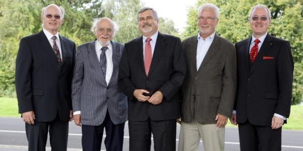 Das Bild zeigt die (ehemaligen) Leiter der Jülicher Projektträger (v. l. n. r.): Dr. Helmut Klein, Dr. Dr. Hans-Jochen Stöcker, Dr. Ulrich Schlüter, Dr. Peter Krause , Dr. Christian Stienen