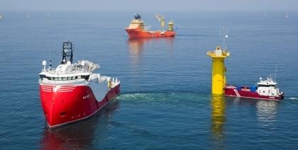 Das Bild zeigt mehrere Schiffe.