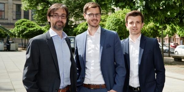 Das Bild zeigt die die INERATEC-Geschäftsführer Dr.-Ing. Tim Böltken, Philipp Engelkamp und Dr.-Ing. Paolo Piermartini