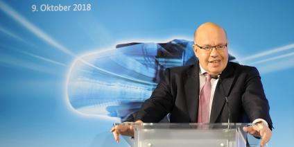 Das Bild zeigt Bundeswirtschaftsminister Peter Altmaier bei seiner Rede auf dem 6. Investmentforum in Berlin.