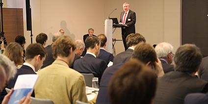 Der Maritime Koordinator Norbert Brackmann eröffnet die Tagung.