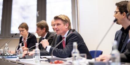 Das Bild zeigt Thomas Bareiß, Lothar Ahle, Prof. Werner Beba, Ulf Brommelmeier, Markus Graebig  und Dr. Albrecht Reuter auf der SINTEG-Pressekonferenz.