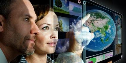 Das Bild zeigt eine Forscherin und einen Forscher.