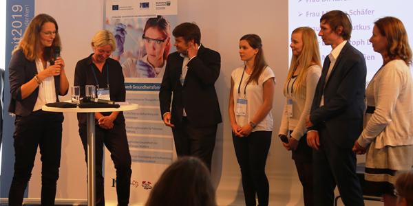Wissenschaftsministerin Bettina Martin diskutiert mit jungen Wissenschaftlerinnen und Wissenschaftlern über Gesundheitsforschung in Mecklenburg-Vorpommern